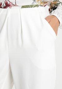 Stefanel - PANTALONE DETTAGLI PIEGHE - Spodnie materiałowe - off white - 4