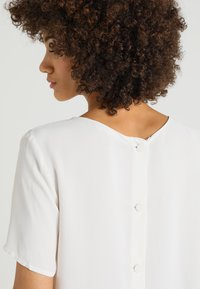 Stefanel - BLUSA - Blouse - off-white - 5