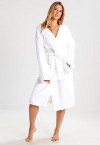 Schiesser - ESSENTIAL - Dressing gown - weiß - 0