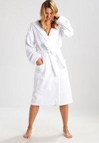 Schiesser - ESSENTIAL - Dressing gown - weiß - 1