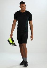 Shimano - SHORTS - Sportovní kraťasy - black - 1