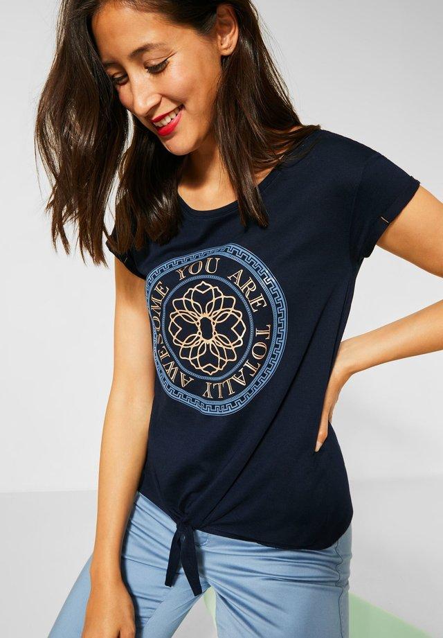 MIT FRONTPRINT - Print T-shirt - blau
