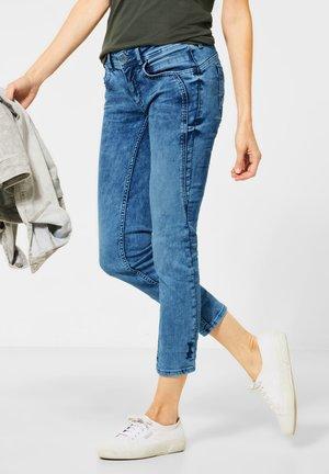 MIT NIETEN-DEKO - Slim fit jeans - blau