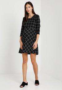 Supermom - DRESS 3/4 EASY  - Jerseykjole - black - 1