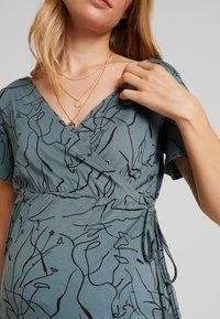 Supermom - DRESS LINES - Žerzejové šaty - balsam green - 6