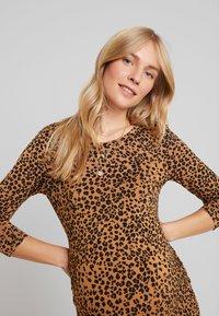 Supermom - DRESS LEOPARD - Fodralklänning - tobacco brown - 4
