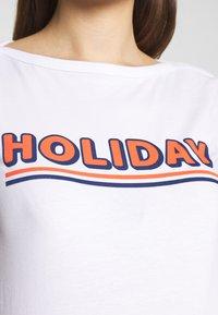 Supermom - TEE HOLIDAY - Triko spotiskem - optical white - 4