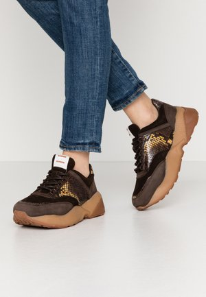 JOSEFIN - Sneakers laag - brown