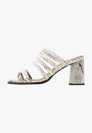 FUGAXA - Heeled mules - white