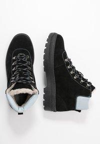 Samsøe Samsøe - HIKER BOOT  - Botines con cordones - black/zen blue - 3