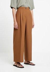 Samsøe Samsøe - ZAL TROUSERS - Kalhoty - rubber - 0