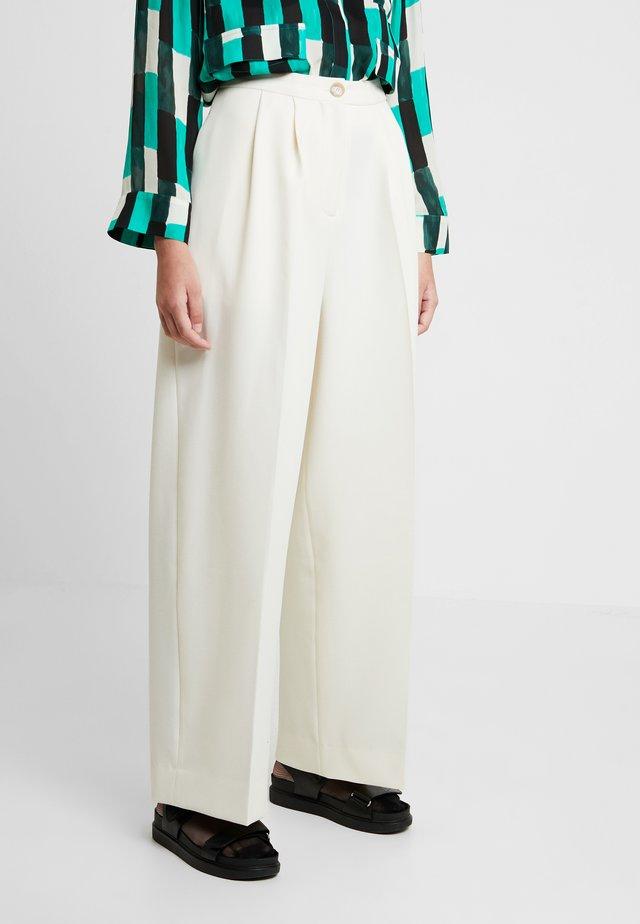 ZAL TROUSERS - Pantaloni - white asparagus