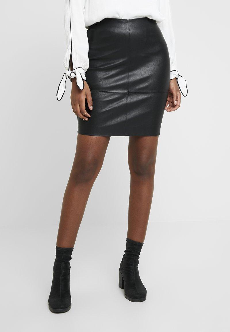 Samsøe Samsøe - KENDAL  - Falda de cuero - black