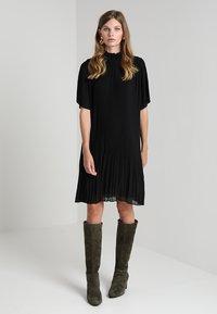 Samsøe Samsøe - MALIE DRESS - Denní šaty - black - 2