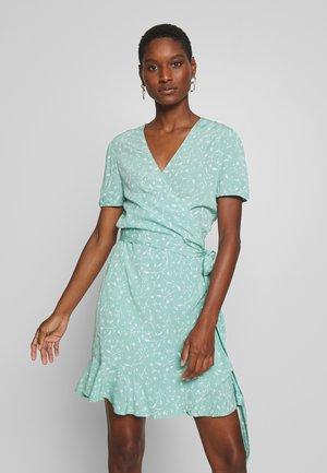 LINETTA DRESS - Korte jurk - feuilles menthe