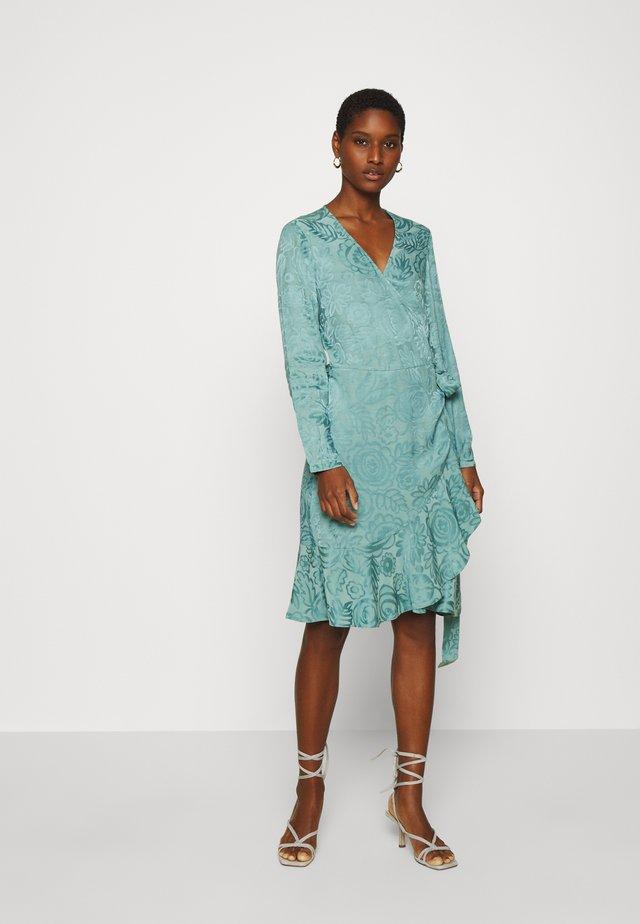 ADELIA WRAP DRESS - Sukienka letnia - oil blue