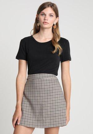 LILA - T-shirt basic - black