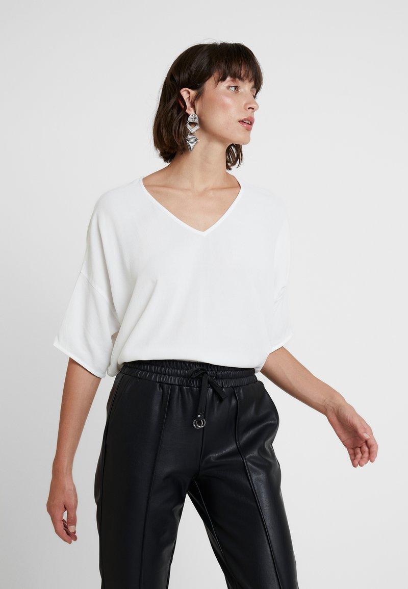 Samsøe & Samsøe - MAINS V NECK - Bluse - clear cream