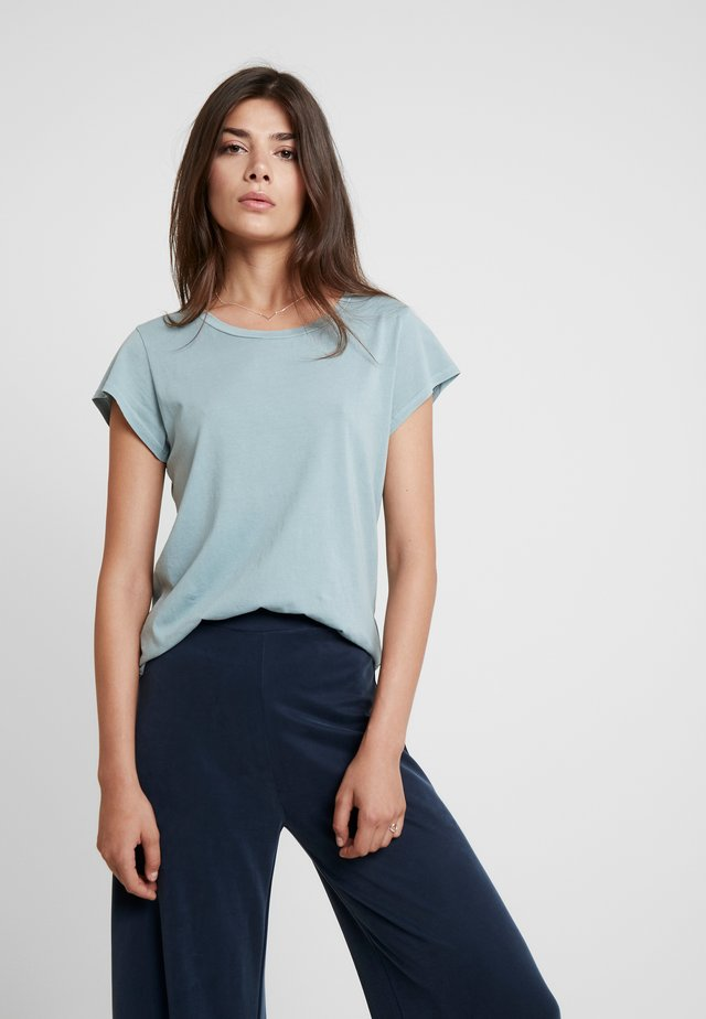 LISS - T-Shirt basic - chiniois green