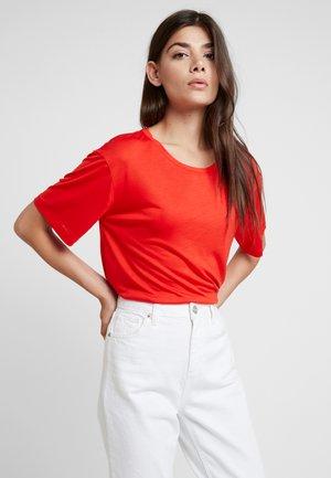 Basic T-shirt - flame