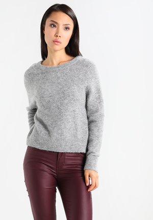 Stickad tröja - grey mel