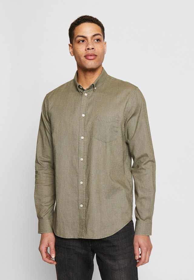 LIAM - Shirt - deep lichen green