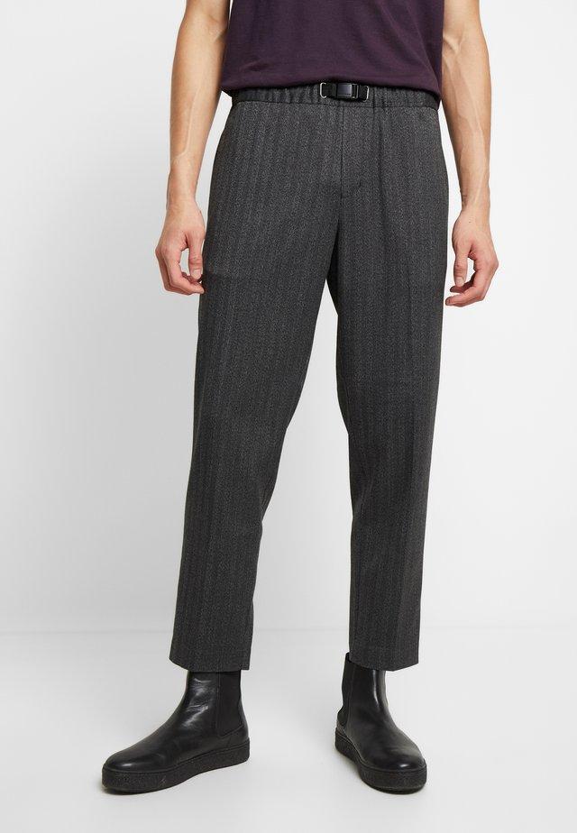 AGNAR TROUSERS  - Trousers - grey melange