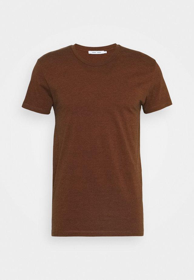 KRONOS STRIPE - Print T-shirt - umber