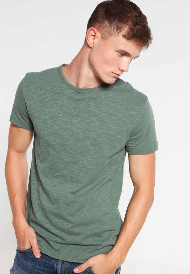 LASSEN  - T-shirts - duck green