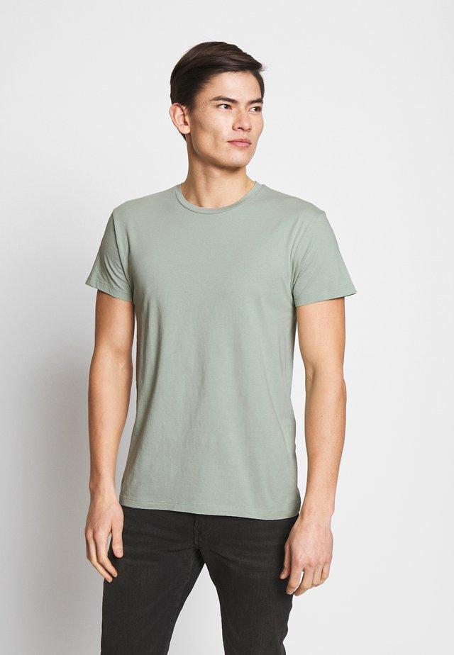 KRONOS  - Basic T-shirt - frosty green