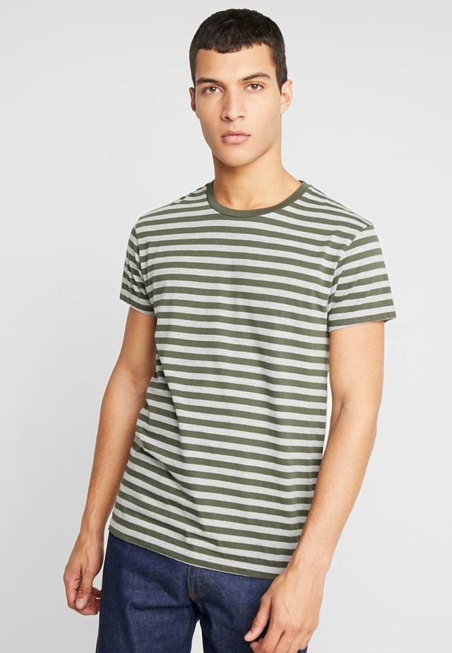 PATRICK - T-shirts print - depths/grey