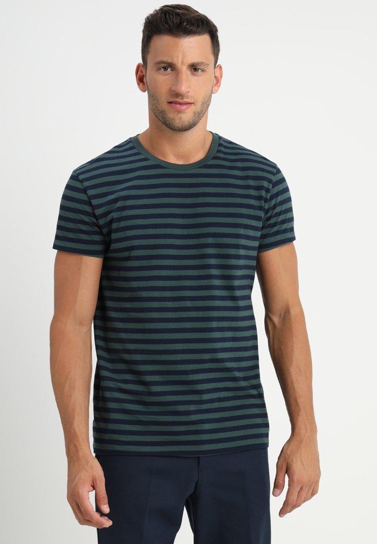 Samsøe Samsøe PATRICK - T-shirt z nadrukiem - dark spruce blue