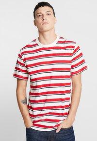 Samsøe Samsøe - BORDING - T-shirts med print - cherry - 0
