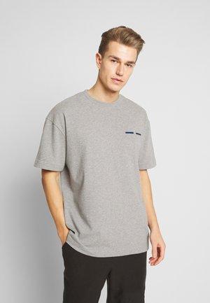 TOSCAN  - T-shirts med print - grey mel