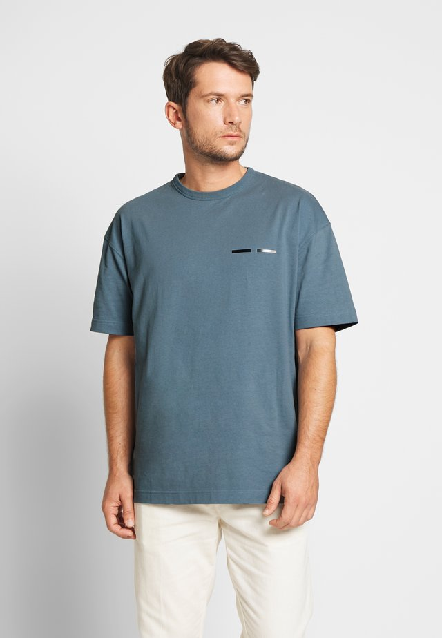 TOSCAN  - T-shirt con stampa - blue mirage