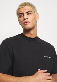 Samsøe Samsøe - NORSBRO - T-shirts med print - black - 3