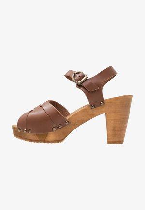 FARINA PLATEAU FLEX - Clogs - mid brown