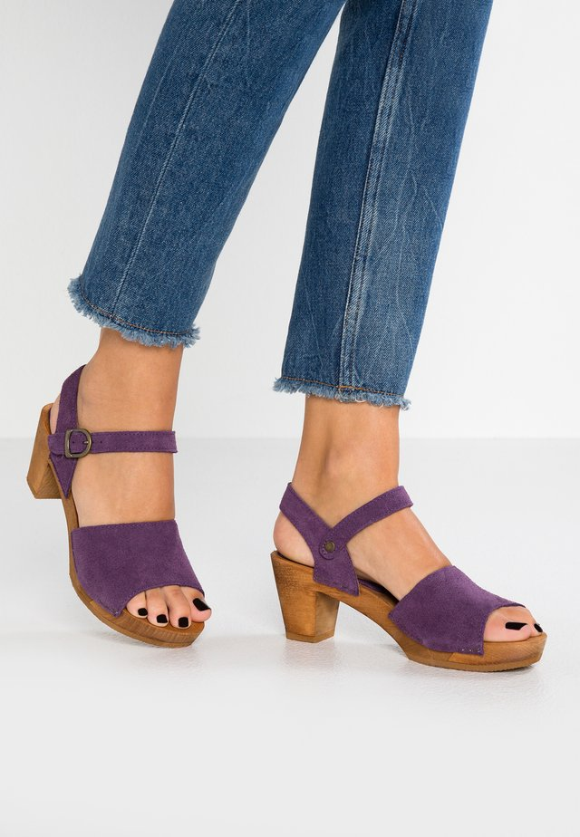 MENNA SQUARE FLEX - Sabots - purple