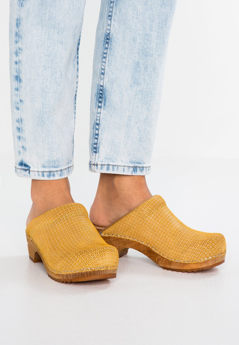 Sanita - OPEN - Clogs - yellow
