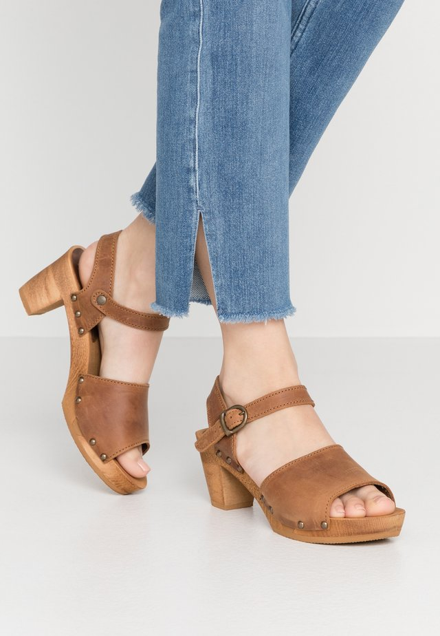 SQUARE FLEX  - Clogs - cognac