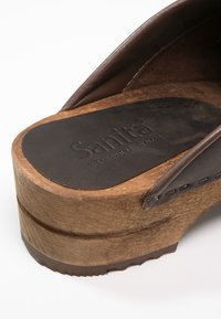 Sanita - CHRISSY OPEN - Træsko - antique brown - 6