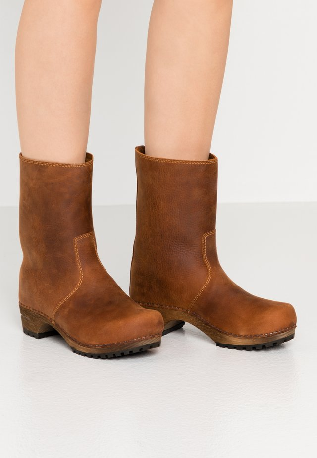 RISOTTO BOOT - Platform ankle boots - cognac