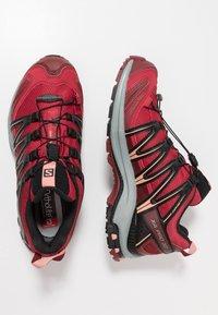 Salomon - XA PRO 3D GTX - Chaussures de running - deep claret/syrah/coral almond - 1