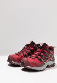 Salomon - XA PRO 3D GTX - Chaussures de running - deep claret/syrah/coral almond - 2