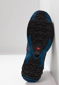 Salomon - XA PRO 3D - Løpesko for mark - potent purple/navy blazer/bluestone - 4