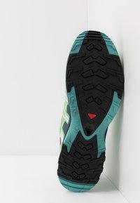 Salomon - XA PRO 3D - Laufschuh Trail - spruce stone/indian teal/meadowbroo - 4
