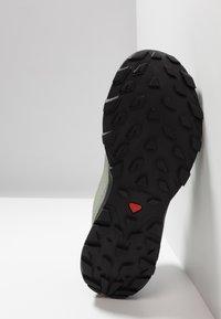 Salomon - OUTLINE GTX - Hiking shoes - shadow/urban chic/coral almond - 4