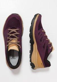 Salomon - OUTLINE - Fjellsko - potent purple/bistre/taos taupe - 1
