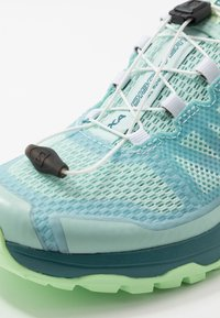 Salomon - XA DISCOVERY - Trail running shoes - icy morn/hydro./patina green - 5