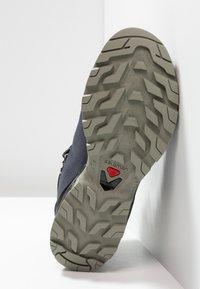 Salomon - OUTBACK 500 GTX - Hiking shoes - ebony/black/shadow - 4